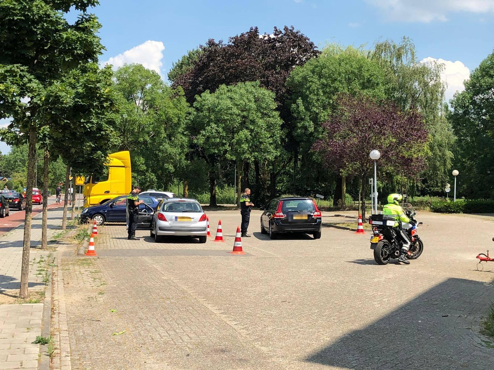 Politie deelt niet veel boetes uit bij controle op de Waterstraat in Velp
